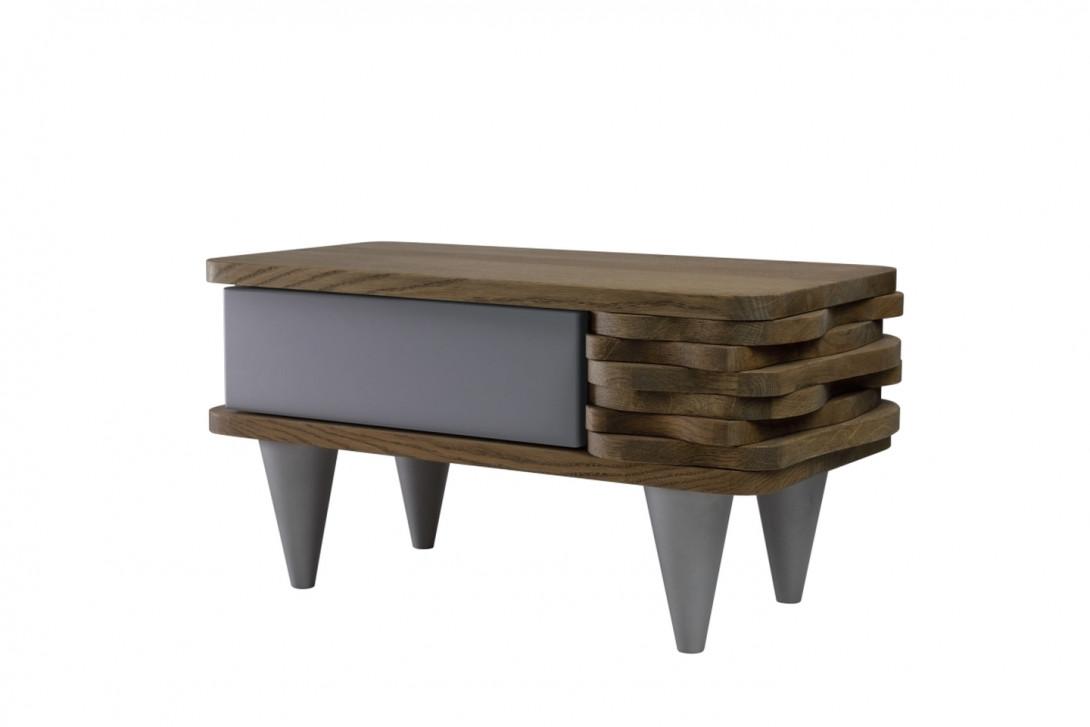 Stolik nocny drewnany ORGANIQUE brązowy z jedną srebrną szufladą FUR00121