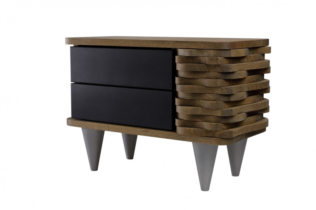 Stolik nocny drewnany ORGANIQUE brązowy z dwoma czarnymi szufladami FUR0132