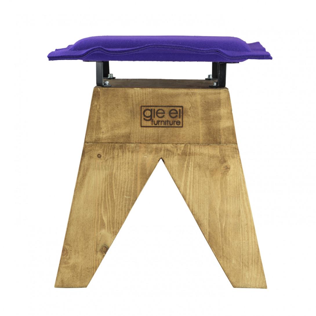 Stołek LOW z fioletowym filcowym siedziskiem FST0017