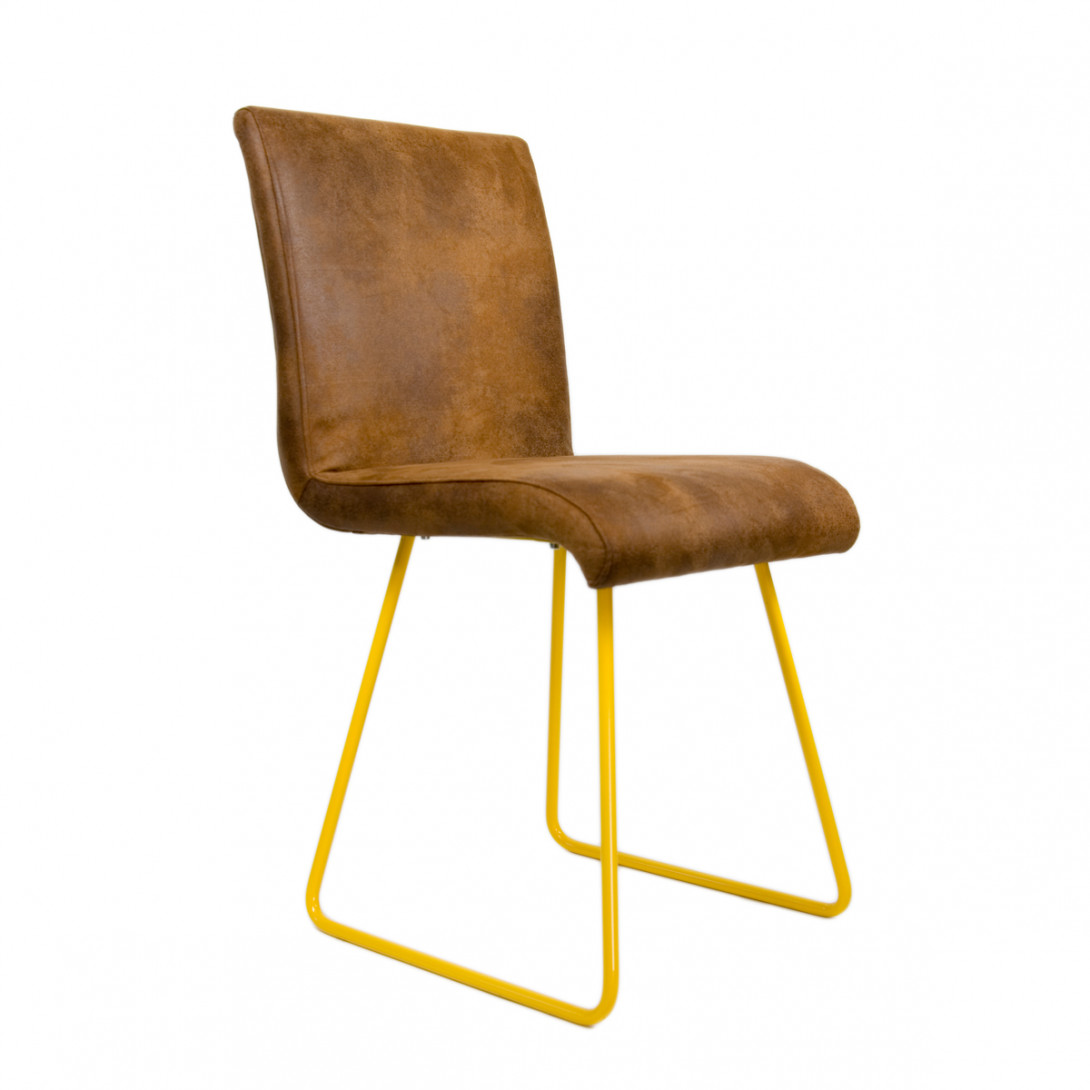 Brown chair on yellow skids BROWNIE FST0030