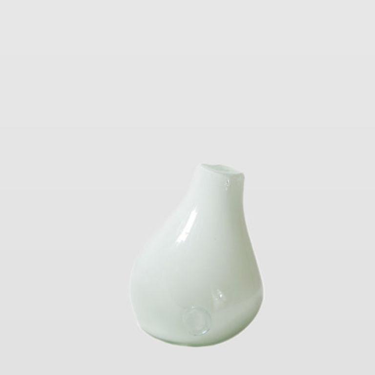 white vase AGL0280