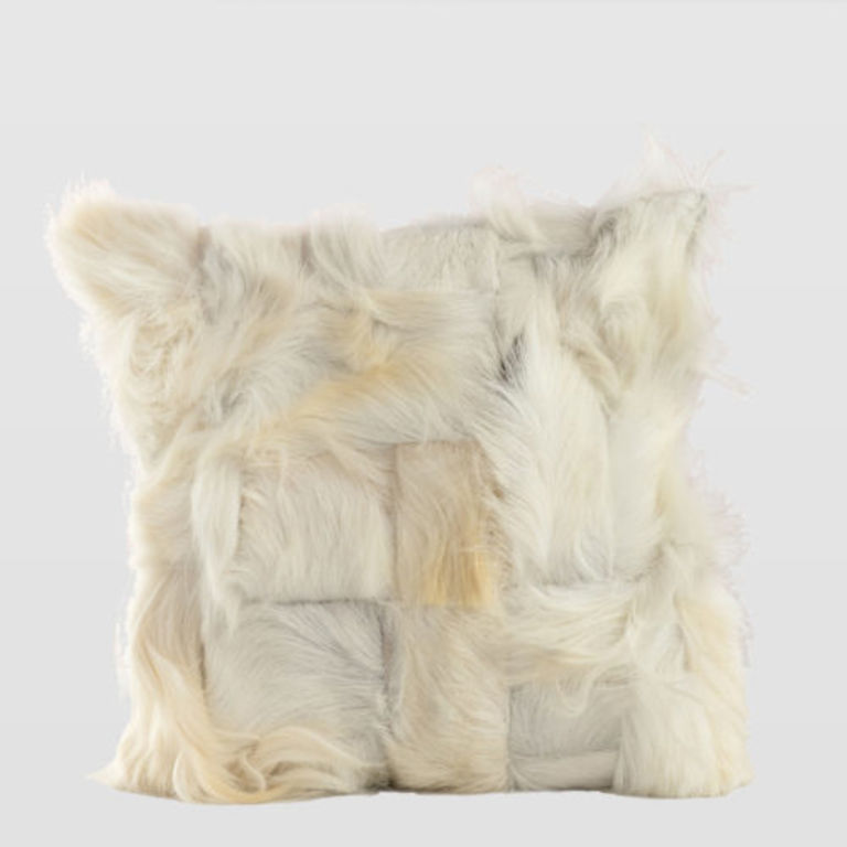 furry white cushion APL0021