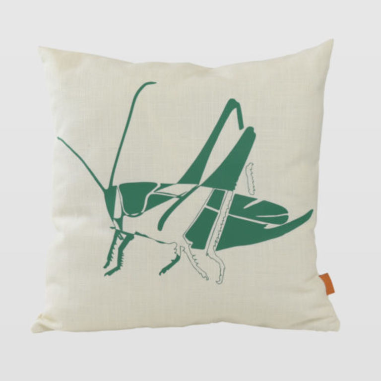 Cushion with grasshopper APL0152